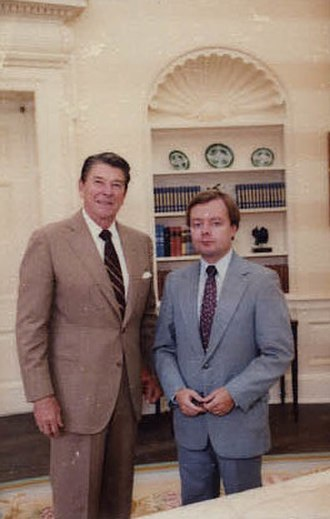 Gary Bauer - Bauer with President Ronald Reagan in 1982