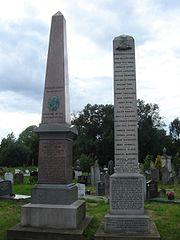 Cofeb Robert Owen ym Mynwent Kensal Green – Llun: Edward Hands