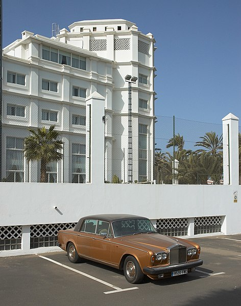 File:Rolls Royce at hotel in Playa del ingles.jpg