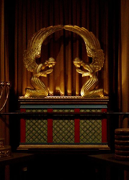 ID: a replica of the Ark of the Covenant in George Washington Masonic National Memorial