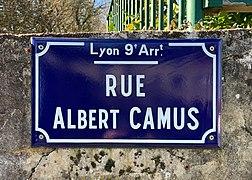 Rue Albert Camus (Lyon) - panneau de rue.jpg