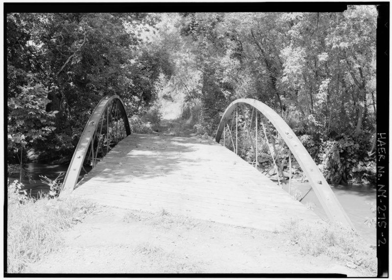 File:SOUTH PORTAL, LOOKING NORTH. - Burdick Avenue Bridge, Spanning Cowaselon Creek at Burdick Avenue, Lenox, Madison County, NY HAER NY,27-LENOX,1-2.tif