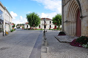 Saint-Laurent Médoc - City Hall - Church.JPG