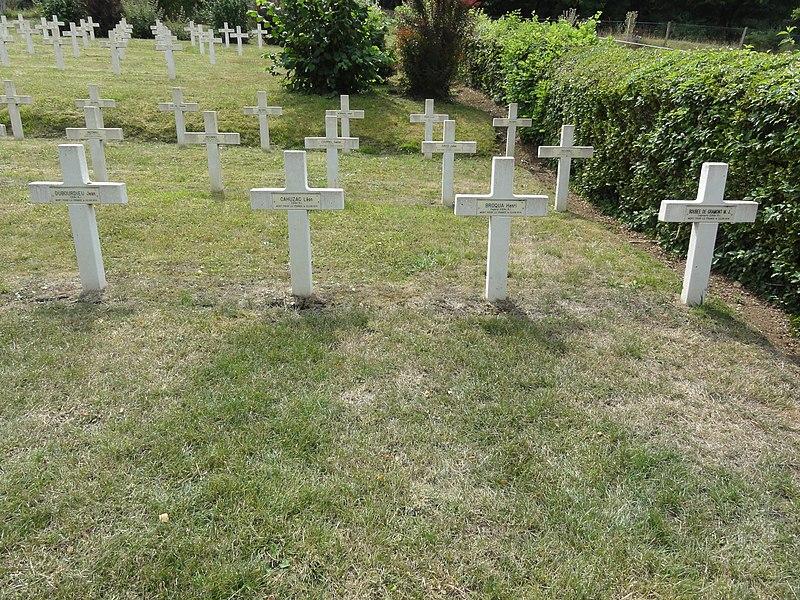 Saint-Rémy-la-Calonne (Meuse) nécropole nationale (10) quatre tombes de la compagnie d'Alain-Fournier