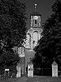 Samtens - Kirche - Westseite mit Tor.jpg