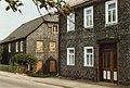 Schieferhaus - Traditionelles schieferbau.Slate houses, Rottenbach, Thüringen, DDR. Aug 1989 (5201553467).jpg
