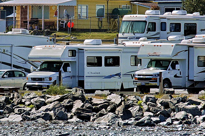 By Dave Bezaire & Susi Havens-Bezaire (Flickr: Seward Campground) [CC-BY-SA-2.0 (http://creativecommons.org/licenses/by-sa/2.0)], via Wikimedia Commons