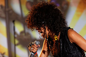 Shaka Ponk - Shaka Ponk singer Samaha Sam, at the Fête de l'Humanité in 2012.
