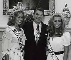 Shawn Weatherly, Ronald Reagan and Kim Seelbrede in 1981.jpg