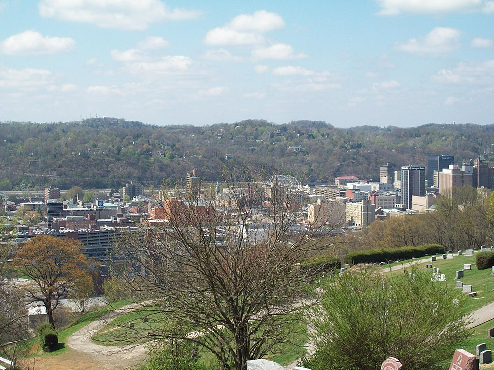 The population density of Charleston in West Virginia is 581.24 people per square kilometer (1505.45 / sq mi)