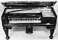 Square Piano MET 225457.jpg