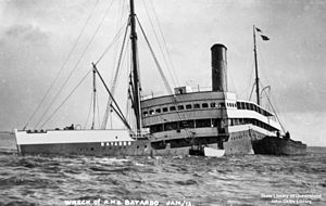 English: Bayardo (ship) broken and sinking.