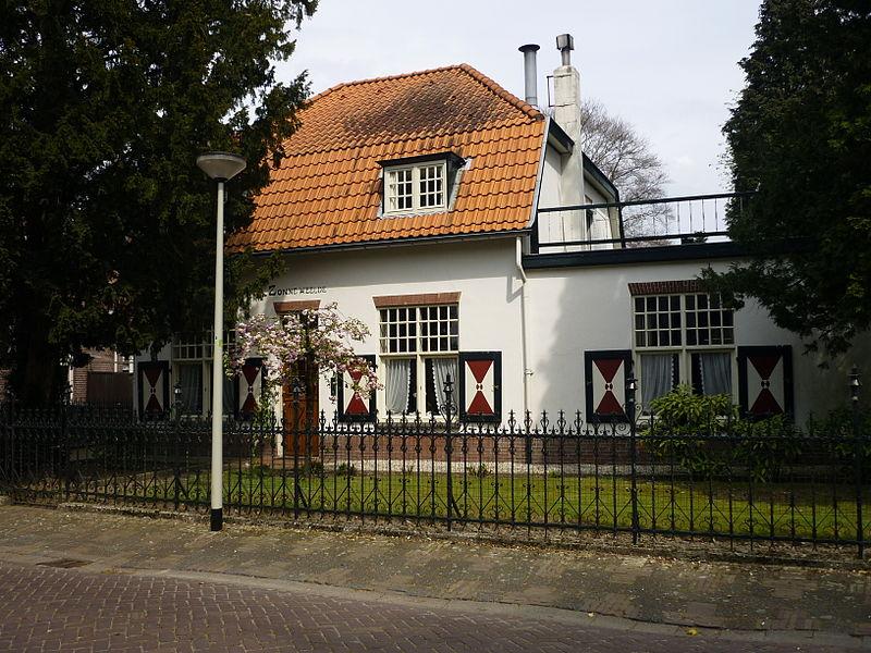 Bestand:Stationslaan11-Zonneweelde.JPG