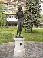 150px-Statue_of_the_Jumped_Woman.JPG