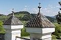 Steindorf Tiffen Friedhof NO-Eingangstor Pyramidendächer 20042016 1627.jpg