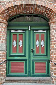 Stralsund, Fährstraße 11, Tür (2012-03-11) 1, by Klugschnacker in Wikipedia.jpg