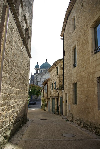Street Captain Tailhade in Castelnau-Montratier. In the background the church Saint-Martin in visible.