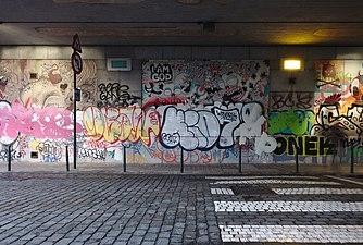 Street art in the tunnel at Rue des Tanneurs under the railway (Brussels, Belgium).jpg