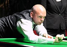 Stuart Bingham playing a shot