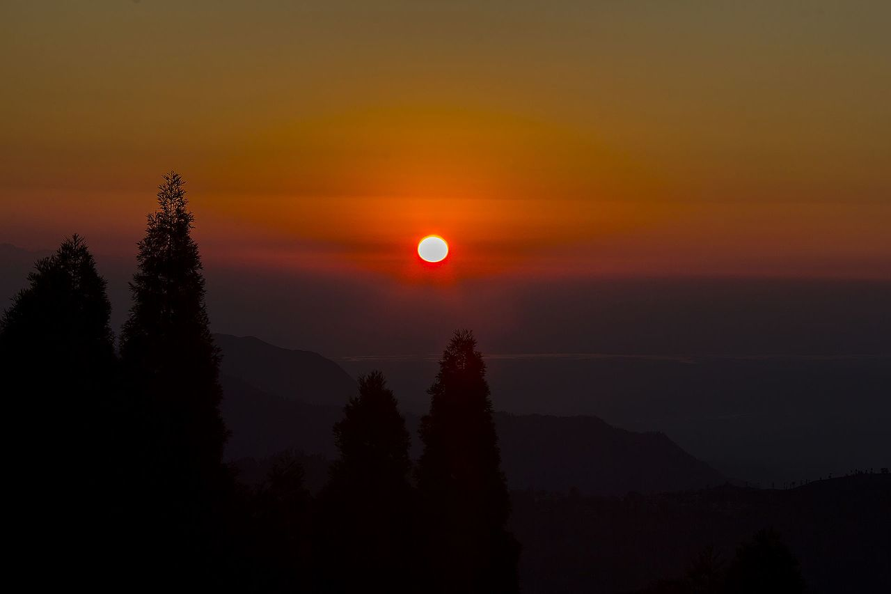 File:Sunrise seen from Shree Antu, Ilam - One of the best place in Nepal to  watch it. (By Saroj Pandey).jpg - Wikimedia Commons