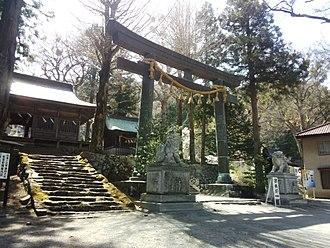 Suwa-taisha - Torii at the entrance to the Maemiya complex