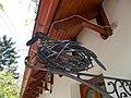 Szarkafészek cégér, a Szarkafészek borozónál Torbágyon a Csillag utcában.jpg
