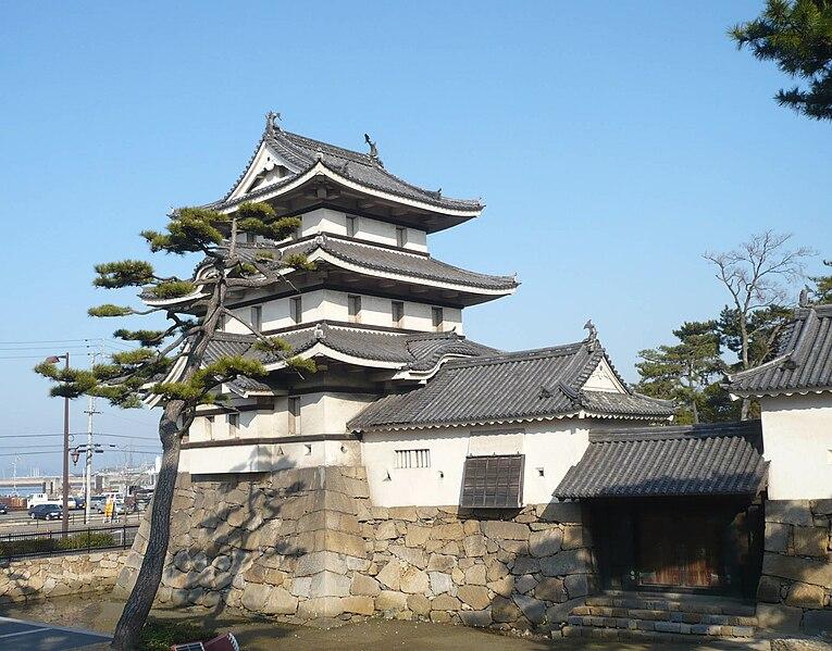 http://upload.wikimedia.org/wikipedia/commons/thumb/2/2c/Takamatsu_castle23.jpg/765px-Takamatsu_castle23.jpg
