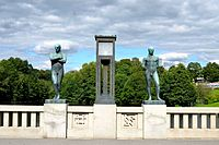 The standing men - Vigeland Park, Oslo.jpg