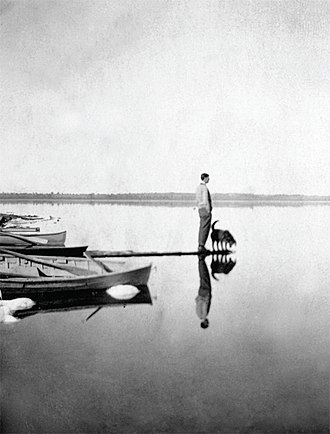 Artistic development of Tom Thomson - Tom Thomson photographed by T. H. Marten on Lake Scugog, 1910.