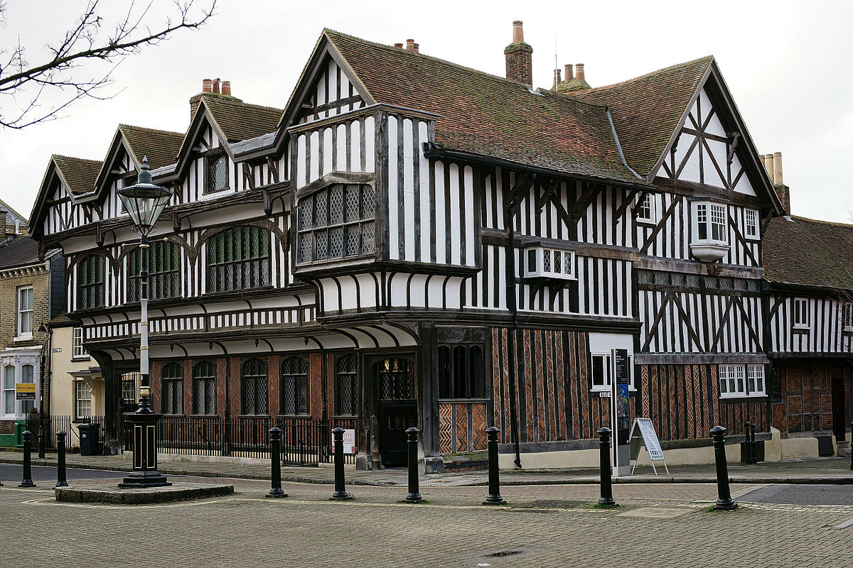 Tudor house and garden wikipedia - What makes a house a tudor ...
