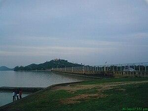 Tungabhadra River - Image: Tungabhadra River Dam 1