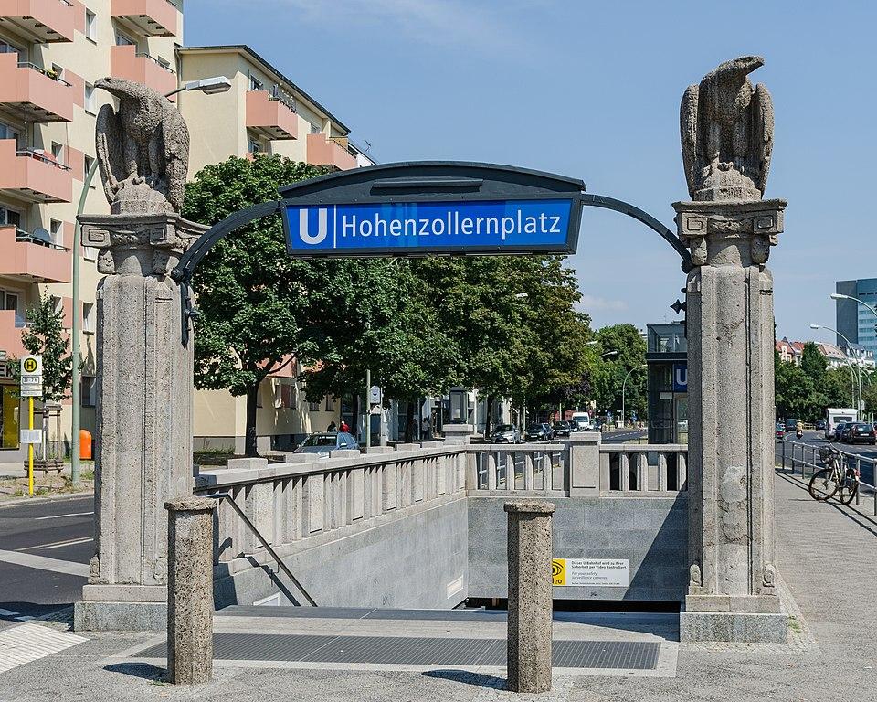 Entrée du métro à Berlin à la station Hohenzollernplatz. Photo de DXR.