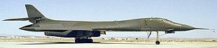 Una vista del lado derecho de un B-1A en el suelo en 1984