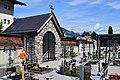 Uderns - Friedhof mit Priestergrab.jpg