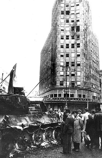 Belgrade Offensive - Destroyed Soviet Red Army T-34/85 tank in Belgrade (Palace Albanija in the background)
