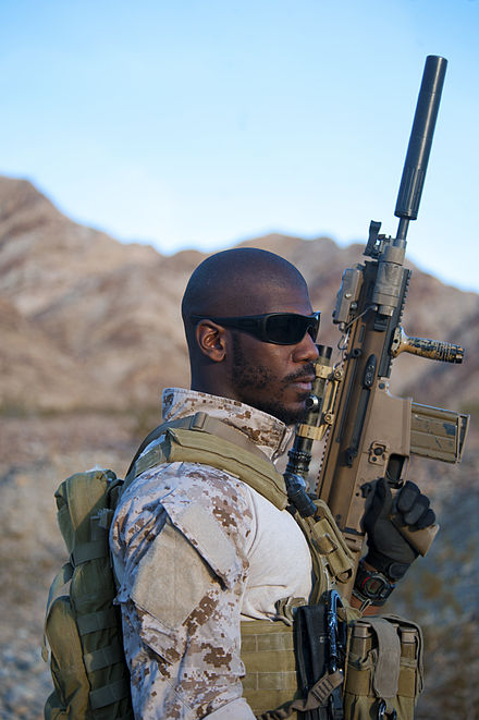 U.S. Navy SEAL with a SCAR-H rifle - FN SCAR