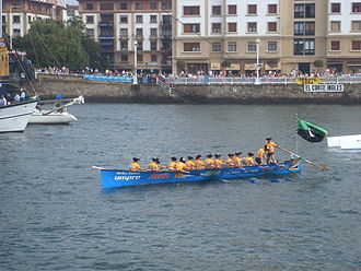 Getxo - A trainera passes by Las Arenas.