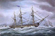 Un tableau représentant un navire à l'ancre pendant une mer agitée.  Un côté du navire est important au premier plan avec l'arc et de la chaîne d'ancrage à droite du cadre.  Il n'y a pas de voiles et que les mâts et le gréement sont représentés.  Deux autres navires sont présentés à droite et à gauche en arrière-plan loin.