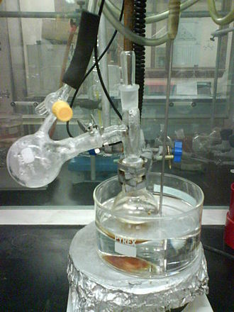 Vacuum distillation - Figure 1: At atmospheric pressure, dimethyl sulfoxide boils at 189 °C. In the vacuum apparatus here, it distills off into the connected receiver flask on the left at only 70 °C.