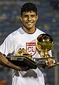 Venegas recibe su trofeo.jpg