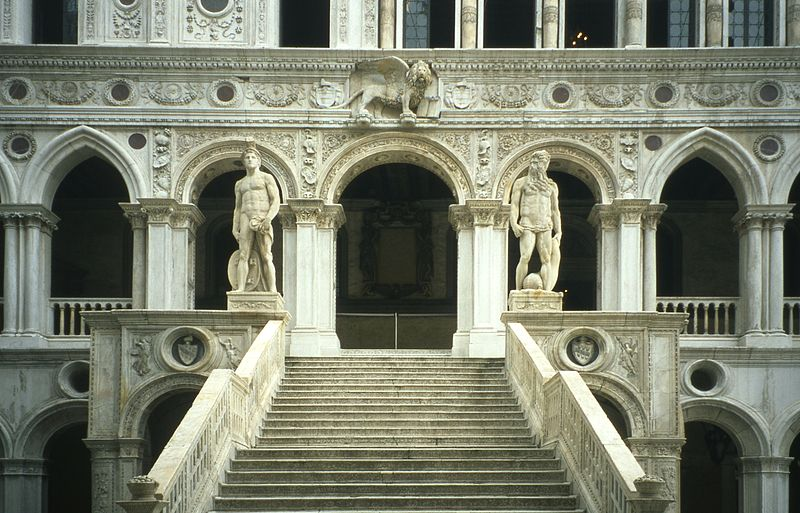 http://upload.wikimedia.org/wikipedia/commons/thumb/2/2c/Venice_-_Doge_Palace_Entrance.jpg/800px-Venice_-_Doge_Palace_Entrance.jpg