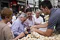 Venta de ajos (Día de Santiago 2015) (19968744186).jpg