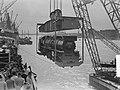 Verscheping van locomotieven naar Indonesie, Bestanddeelnr 904-7241.jpg