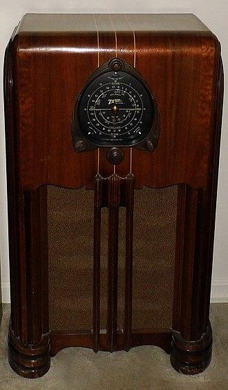 Shortwave radio receiver - Zenith console radio receiver with shortwave bands, circa 1938.