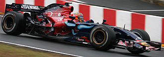 Toro Rosso STR2 - Liuzzi's STR2 during the 2007 Brazilian Grand Prix, the last race of the season. In the latter half of the season, the arch shaped wing was installed over the front wing and front nose.