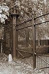 wlm - mystic mabel - voormalig toegangshek begraafplaats rm=508343 (2)