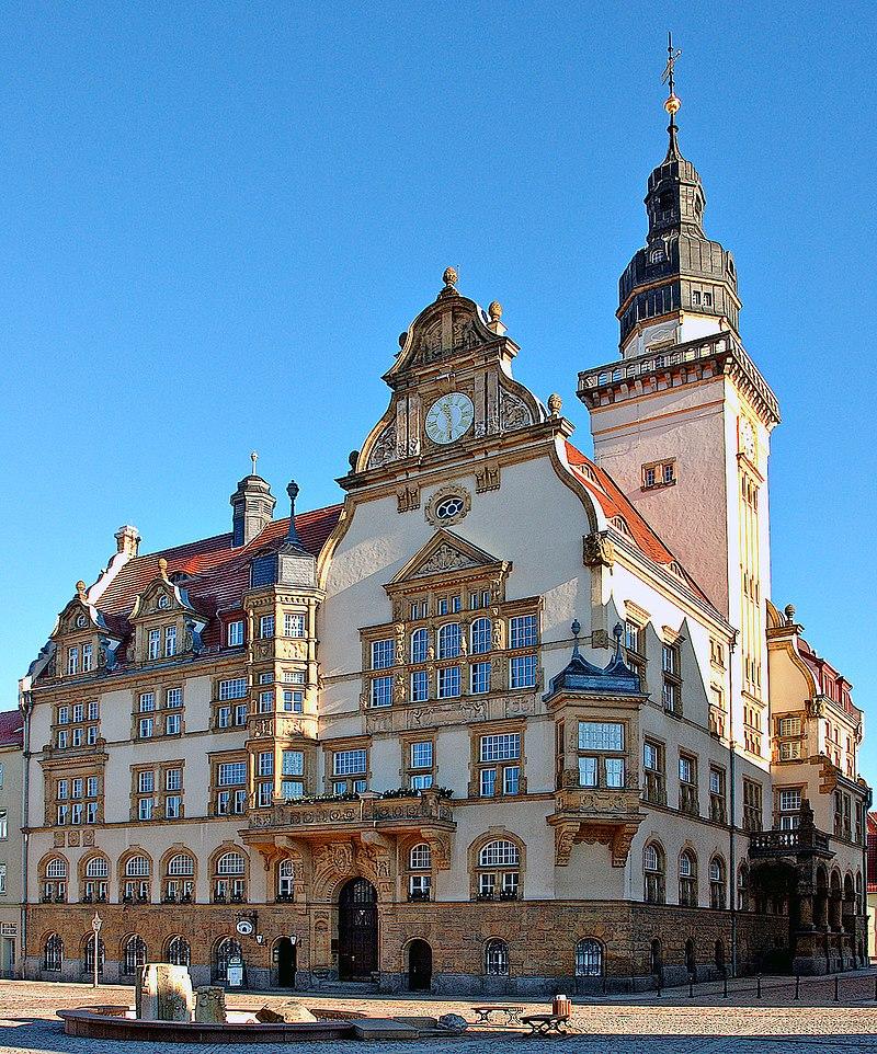 Hôtel de ville de Werdau dans la Saxe (Allemagne). (définition réelle 1000×1203*)