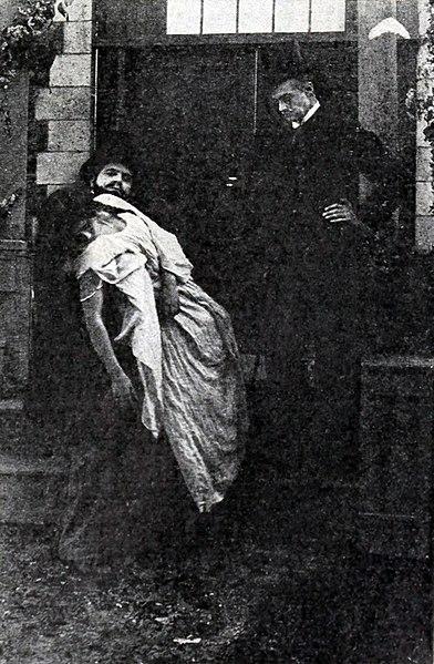 File:Woman-in-White-1912-Gem-5.jpg