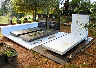 Mohammed Hadid - The graves of Mohammed Hadid (left), Zaha Hadid (centre) and Foulath Hadid (right) in Brookwood Cemetery