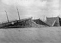 Zniszczony przez wycofujących się Rosjan most Poniatowskiego 1915.jpg